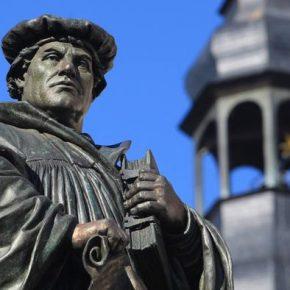 """Como Martinho Lutero e a """"ideia perigosa do cristianismo"""" mudaram o mundo"""